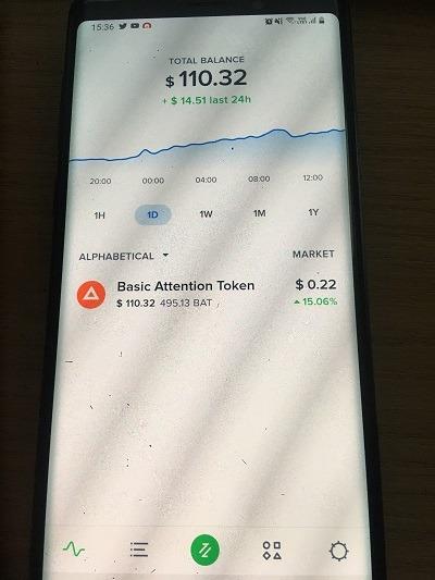 Chọn biểu tượng màu xanh ở chính giữa dưới ứng dụng - hướng dẫn rút tiền từ Brave
